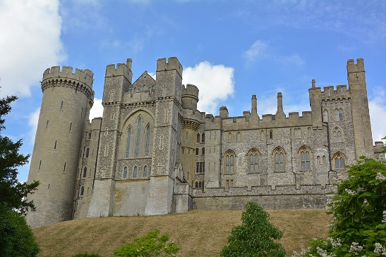 Best Castles in England: Dover Castle is one of the best castles in England because it is an iconic English fortress with a strategic position. The 11th-century hillside fortress provided a key lookout across the English Channel. Therefore, Dover Castle was one of the most important fortresses in the country.