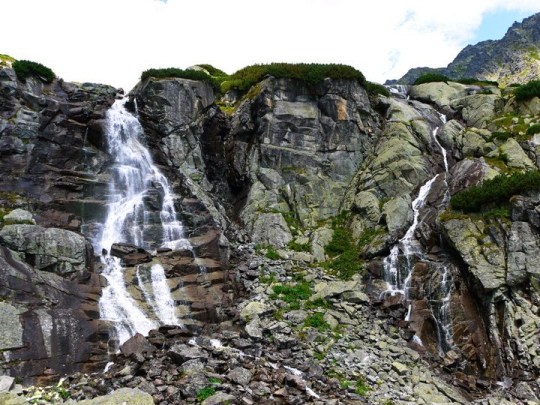 Tatra Mountains hiking: When hiking in the Tatra Mountains, make sure you visit Skok Waterfall. Skok waterfall is one of the most impressive waterfalls in the High Tatras in Slovakia. The path to the waterfall is open all year round and is suitable for all beginner tourists and families with children. The trail starts from Strbske Pleso.