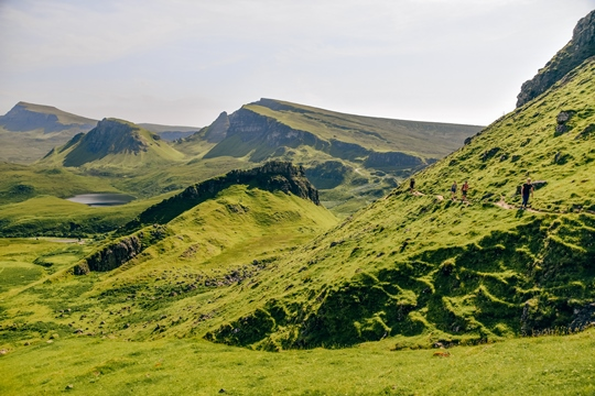 Isle of Skye attractions: Here are many beautiful places to visit in the Isle of Skye. Whether you visit the island for a day or a week, here is a list of must-see Isle of Skye attractions. Isle of Skye has fantastic hiking trails and extraordinary landscape that will take your breath away.