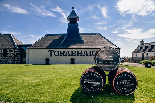 things to do in Isle of Skye: Visiting Torabhaig Distillery is one of the unique things to do in the Isle of Skye because it is a new distillery on the island. This is the first distillery built on Skye in 190 years, and it is not as busy as Talisker Distillery.