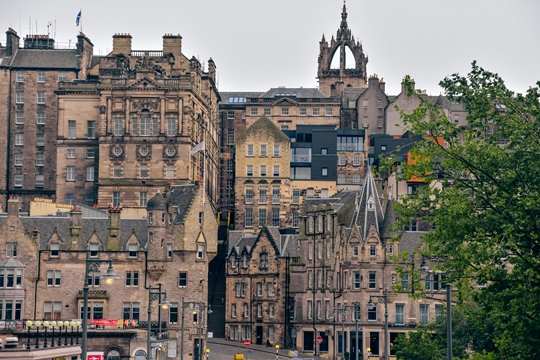 attractions in Edinburgh: Edinburgh Old Town is one of the top attractions in Edinburgh because this stunning historic district is a UNESCO World Heritage Site. Edinburgh Old Town is full of beautiful architecture dating back to medieval times.