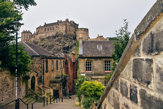 best things to do in Edinburgh: Edinburgh has become one of the most popular places in recent years. Its unique architecture and spooky past are a magnet for its visitors. The city has a dark and twisted history and holds many secrets. Here are our picks for the best things to do in Edinburgh - museums, historic buildings and other attractions.