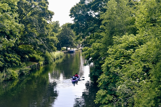 unusual things to do in Norwich: Kayaking, canoeing or paddling down the River Wensum are popular things to do in Norwich because you can enjoy a different perspective of the city. All three are popular activities and also a fun way to get active in the sunshine.
