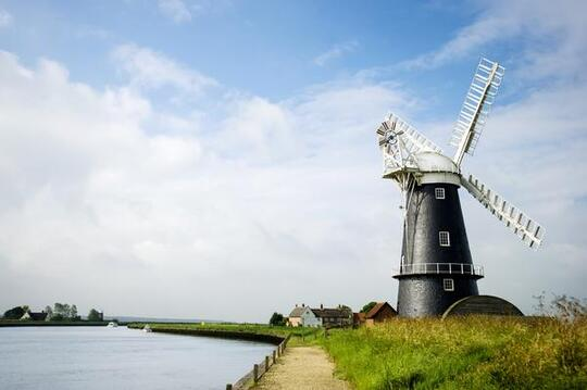 Sailing at the Broads National Park is one of the top things to do in Norfolk because the park has a unique landscape and wildlife. It is home to more than a quarter of the rarest animals and plants in Britain.